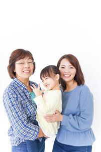 祖母母子供の三世代の写真素材 [FYI04725634]