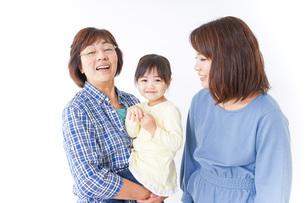 祖母母子供の三世代の写真素材 [FYI04725635]