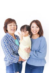 祖母母子供の三世代の写真素材 [FYI04725637]