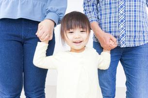仲良しの家族イメージの写真素材 [FYI04725781]