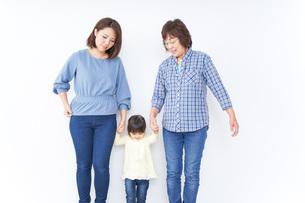 仲良しの家族イメージの写真素材 [FYI04725786]