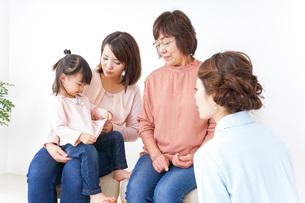 家族・医療イメージの写真素材 [FYI04725861]