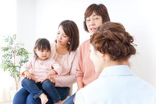 家族・医療イメージの写真素材 [FYI04725862]
