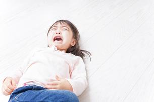 泣く子供の写真素材 [FYI04725905]