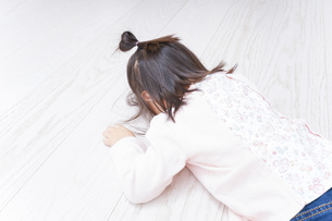泣く子供の写真素材 [FYI04725909]