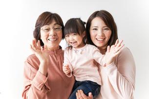 仲良しの家族の写真素材 [FYI04725949]
