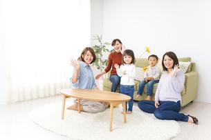 ママ友と子どもの写真素材 [FYI04726259]