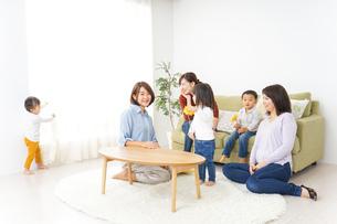 ママ友と子どもの写真素材 [FYI04726260]