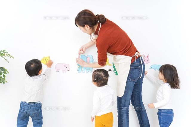 幼稚園イメージの写真素材 [FYI04726341]