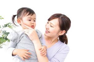 お母さんと子どもの写真素材 [FYI04726562]
