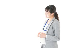 妊娠中の若いビジネスウーマンの写真素材 [FYI04726850]