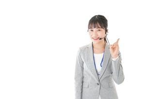 指をさすコールセンターの女性の写真素材 [FYI04726912]