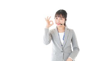 指をさすコールセンターの女性の写真素材 [FYI04726915]