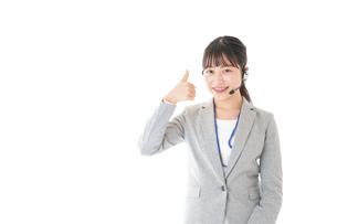 指をさすコールセンターの女性の写真素材 [FYI04726918]
