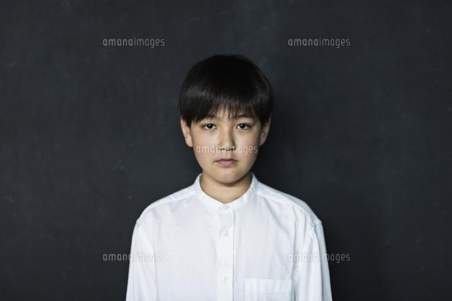 男の子 黒の写真素材 [FYI04727236]