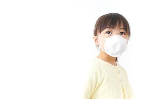 マスクをする子どもの写真素材 [FYI04727261]