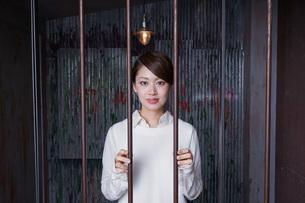 逮捕された女性の写真素材 [FYI04727316]
