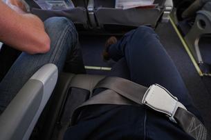 飛行機・シートベルトの写真素材 [FYI04727598]