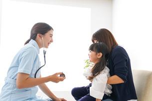 予防接種を受ける子どもの写真素材 [FYI04727630]