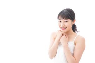 恋をする笑顔の若い女性の写真素材 [FYI04727843]