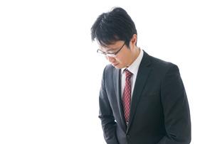 謝罪をするビジネスマン・謝罪会見の写真素材 [FYI04727951]