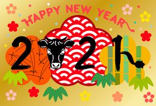金色の背景に描かれた日本の伝統柄の年賀状テンプレート【松竹梅】のイラスト素材 [FYI04728224]