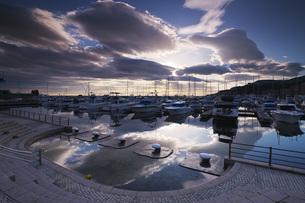 小樽港マリーナの朝の写真素材 [FYI04728322]