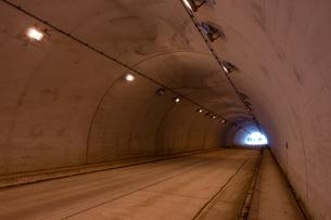 【ドライブ】トンネルの中 交通イメージの写真素材 [FYI04729569]