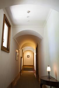 マンションの廊下の写真素材 [FYI04729674]
