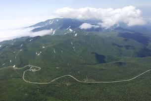 空から見る知床峠(北海道・知床)の写真素材 [FYI04730242]