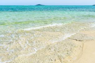 池間島の海と大神島の写真素材 [FYI04730362]