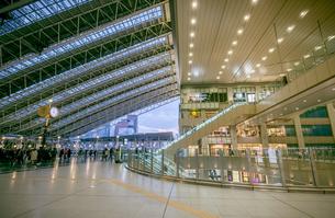 大阪ステーションシティの時空の広場の写真素材 [FYI04730412]
