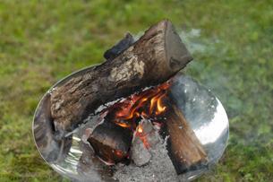 焚き火の写真素材 [FYI04730761]