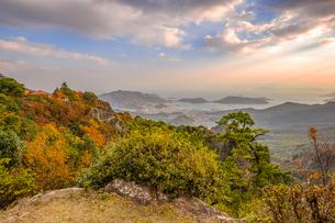【香川県 小豆島】夕方の秋の寒霞渓の様子の写真素材 [FYI04730842]