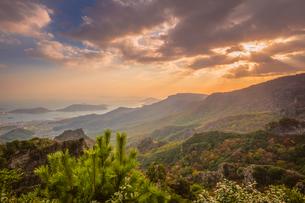 【香川県 小豆島】夕方の秋の寒霞渓の様子の写真素材 [FYI04730844]