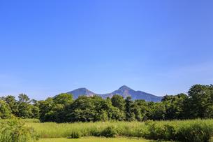 福島県 裏磐梯サイトステーションより磐梯山を望むの写真素材 [FYI04731025]