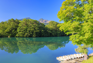 福島県 毘沙門沼と磐梯山の写真素材 [FYI04731029]