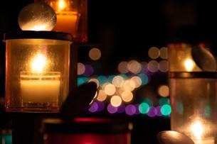 キャンドルの灯りの写真素材 [FYI04731241]