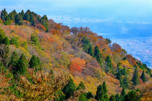 大和葛城山から奈良盆地側を撮影した秋の風景の写真素材 [FYI04731451]
