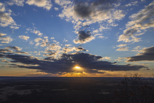 釧路湿原からの朝日の写真素材 [FYI04731626]