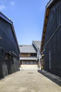 岐阜川原町古い町並みの路地風景の写真素材 [FYI04731876]