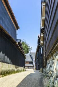 岐阜川原町古い町並みの路地風景の写真素材 [FYI04731877]