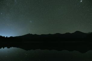 知床連山の星景(北海道・知床)の写真素材 [FYI04732157]