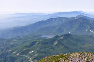羅臼岳から見た羅臼湖(北海道・知床)の写真素材 [FYI04732159]