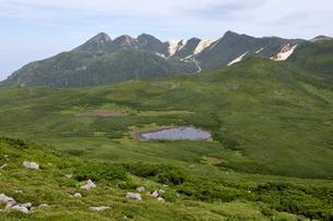 オッカバケ岳から見た二ツ池(北海道・知床)の写真素材 [FYI04732175]