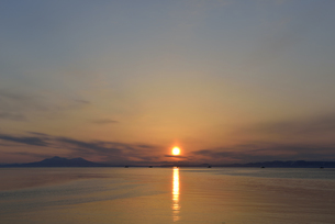 国後島と漁船(北海道・知床)の写真素材 [FYI04732181]