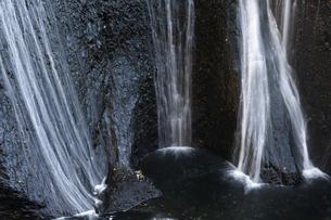 晩秋の袋田の滝の写真素材 [FYI04732251]