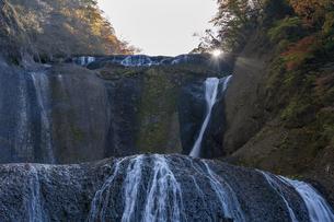 晩秋の袋田の滝の写真素材 [FYI04732286]
