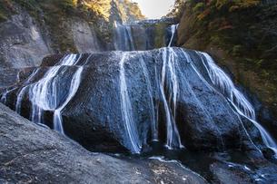 晩秋の袋田の滝の写真素材 [FYI04732289]