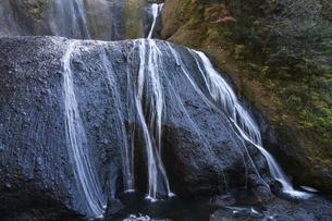 晩秋の袋田の滝の写真素材 [FYI04732290]